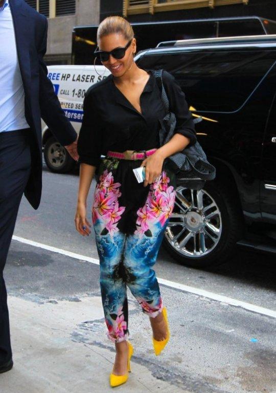 beyonce-floral-pants-2012