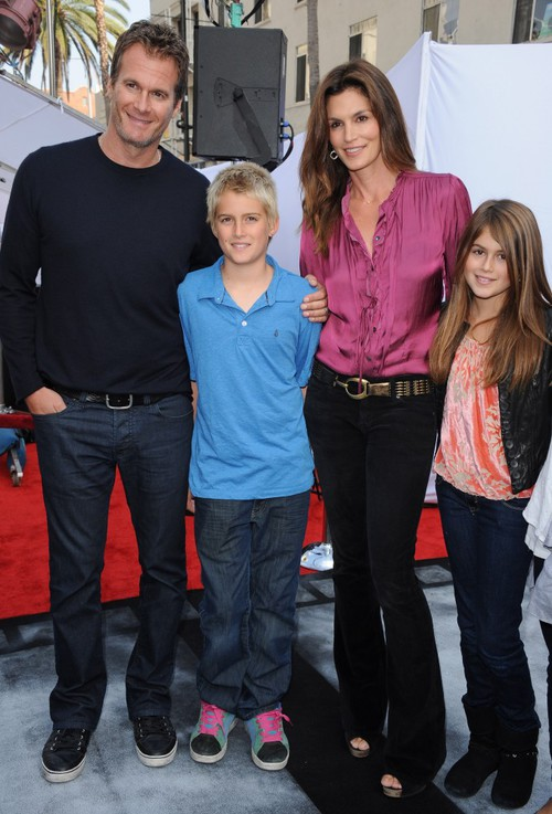 cindy-crawford-family-premiere-pals-1-500x737