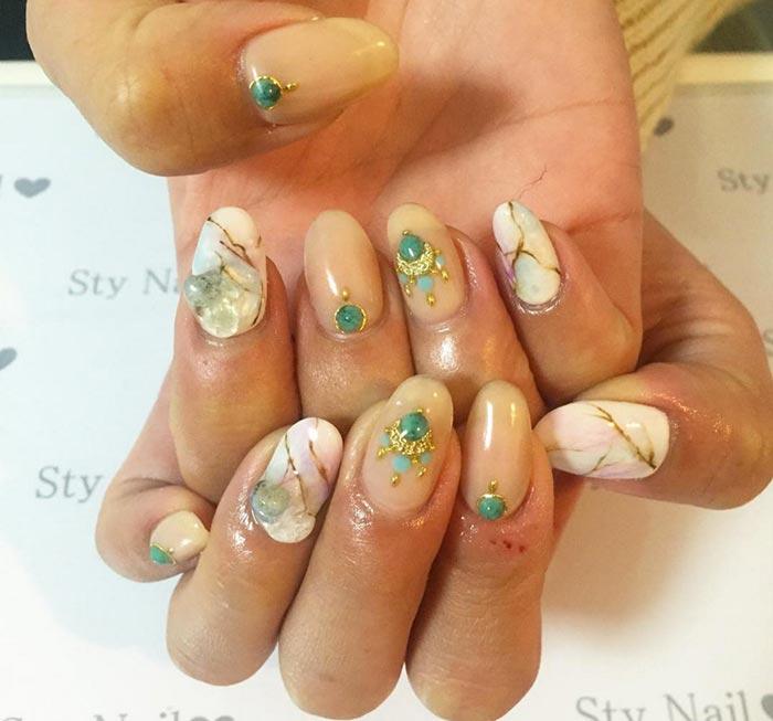 Stona nail art