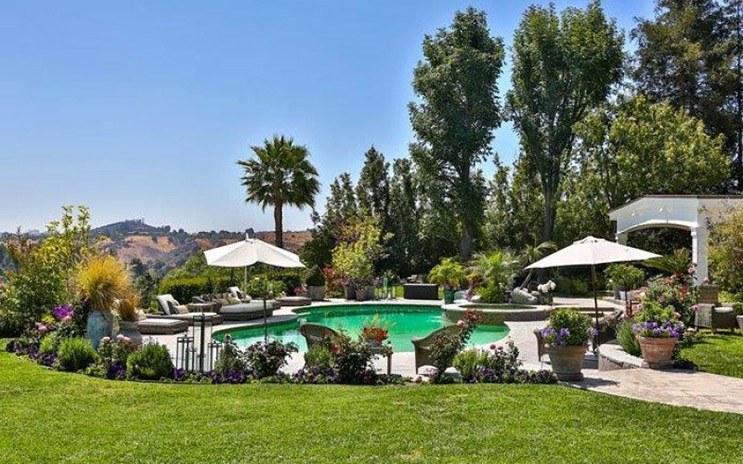 jlo-home-listing-pool