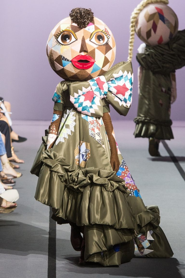 hbz-viktor-rolf-couture-fw2017-runway-embeds-03-1499276712