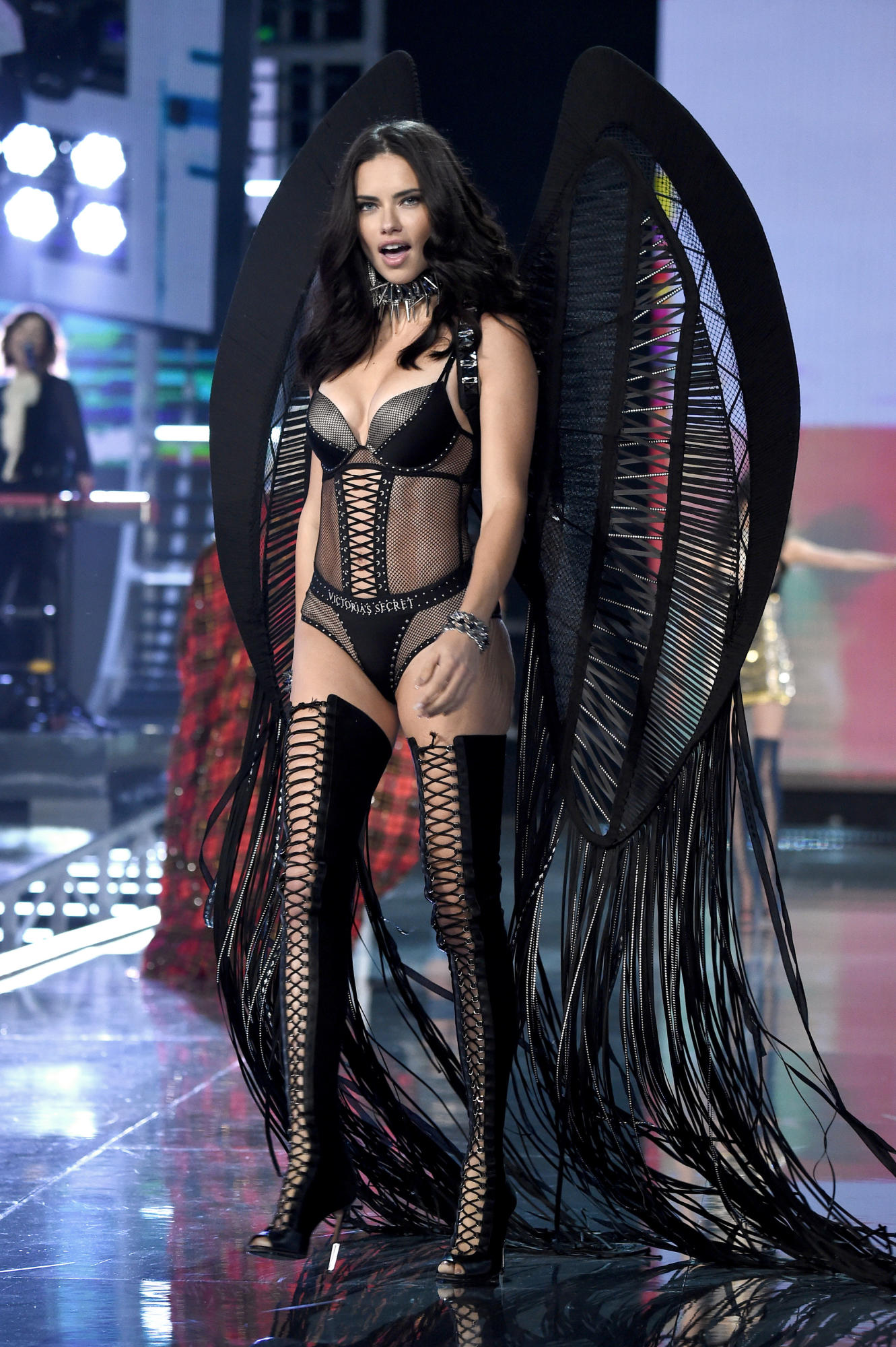 victorias-secret-fashion-show-2017-shanghai-19