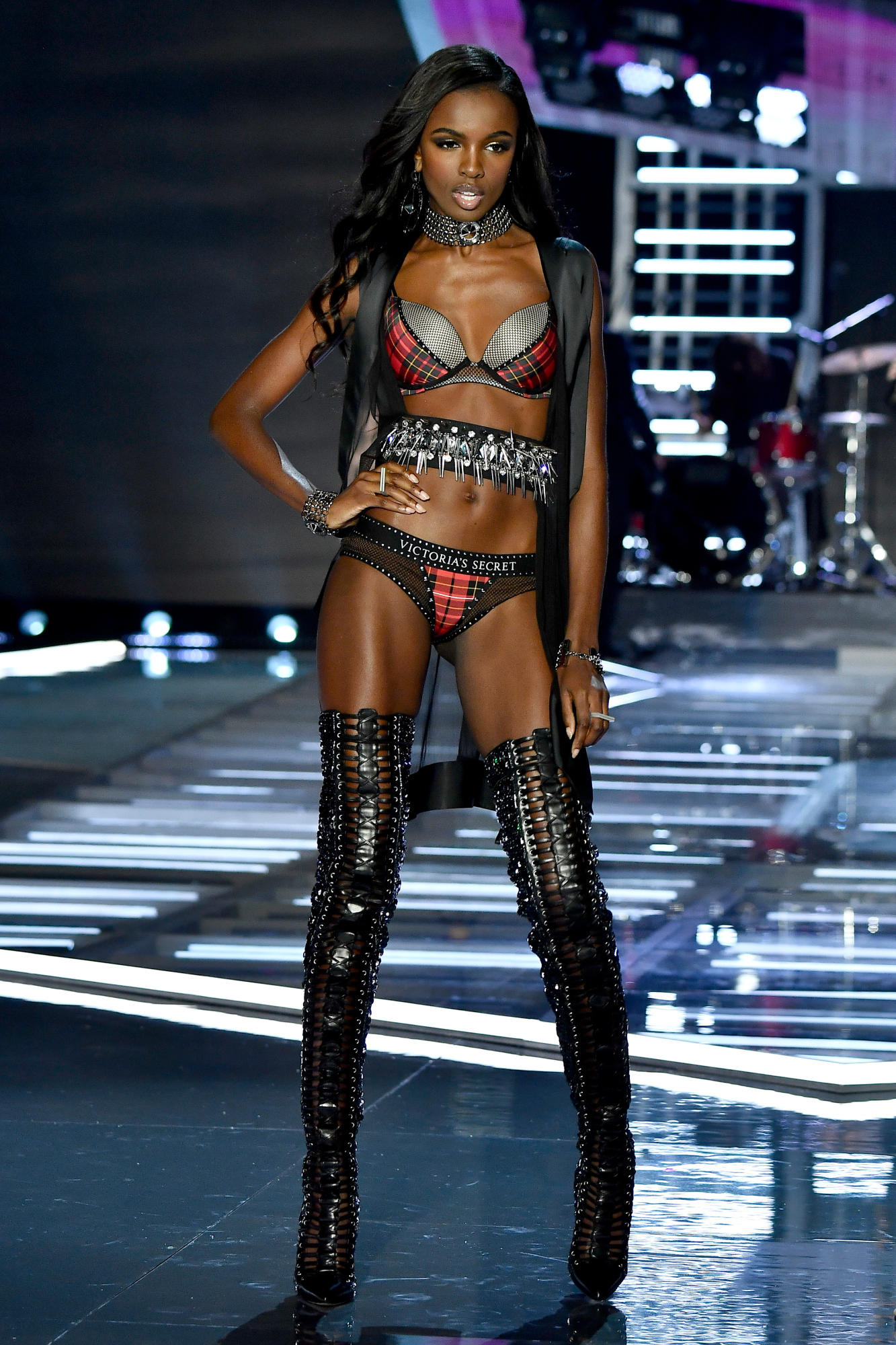 victorias-secret-fashion-show-2017-shanghai-35