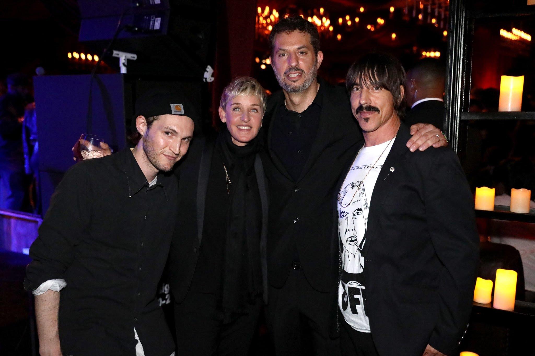 Много е популярна. Други гости бяха Anthony Kiedis и Josh Klinghoffer от Red Hot Chilli Peppers и мениджърът им  Guy Oseary.
