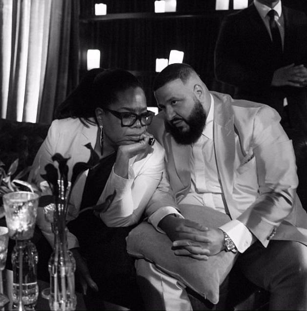 DJ Khaled, който току-що бе обявен за посланик на Weight Watchers, разговаря с Опра Уинфри, която представляваше марката през 2015 г.