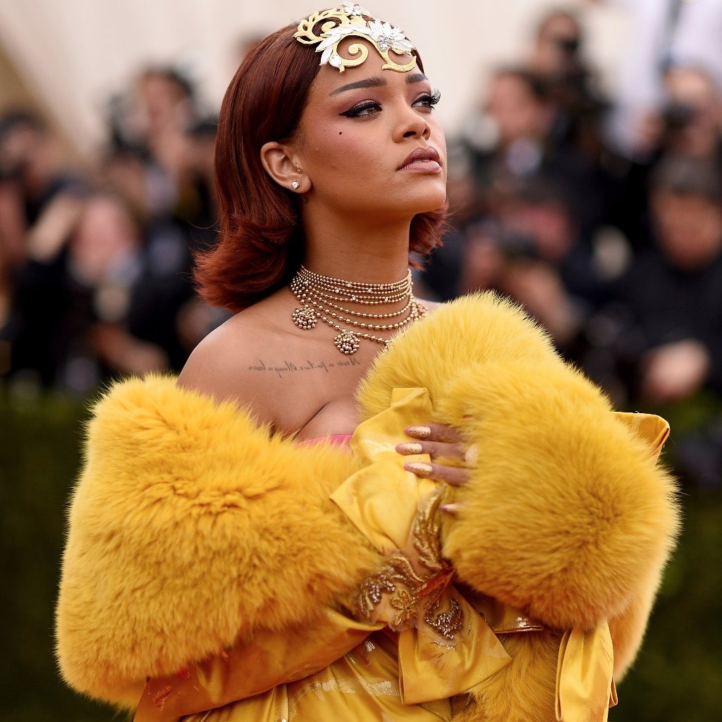 Rihanna-Dress-Met-Gala-2015