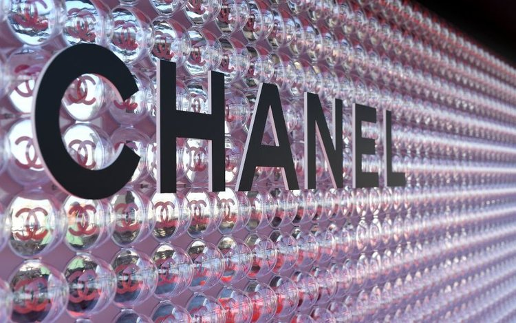 chanel-coco-game-club-game-center-and-flash-make-up-980137138-5b2bca6e15a93